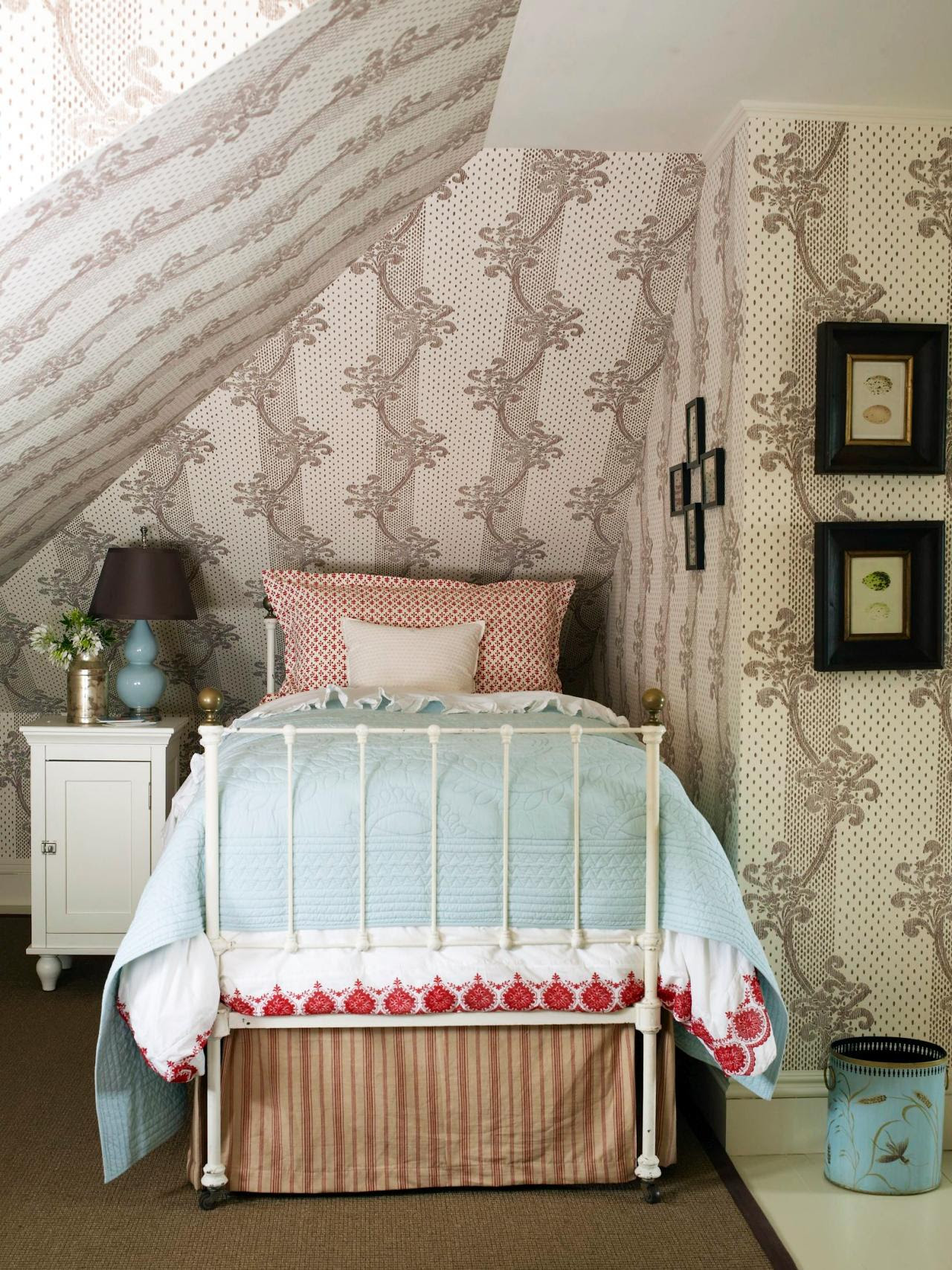 Square White Shabby-Chic Style Bedroom Design