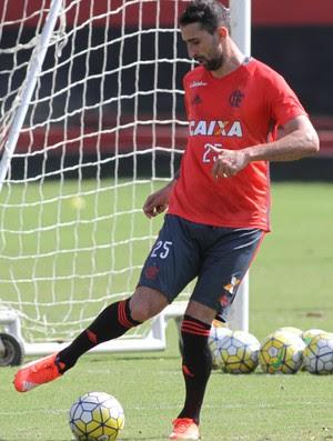 Donatti faz seu primerio treino no campo (Foto: Gilvan de Souza (Flamengo.com.br))