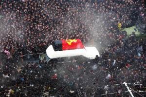 North Koreans Mourn Death of Kim Jong Il 300x199 El Establishment Rojo: Entre Paranoia y Sovietización