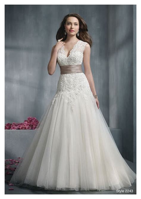 Best Wedding Dress For Big Bust   Wedding and Bridal
