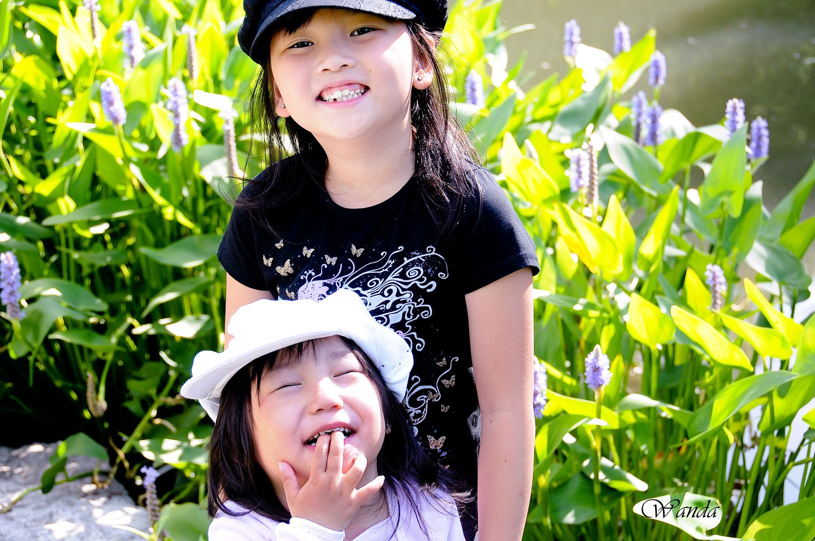 9/15/10, Dahlia & Milana - goofin' off. (Sometimes it's good to sacrifice picture quality for a perfect moment.)