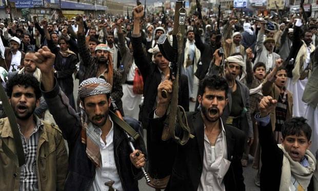 Rebeldes xiitas Houthi protestar contra os ataques aéreos Arábia Saudita