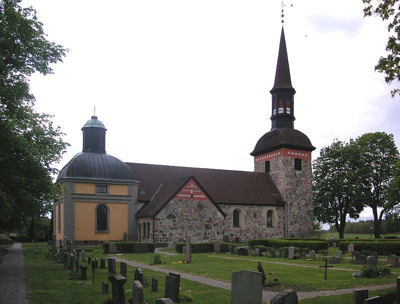 Lovö kyrka kyrkogården 2008.jpg
