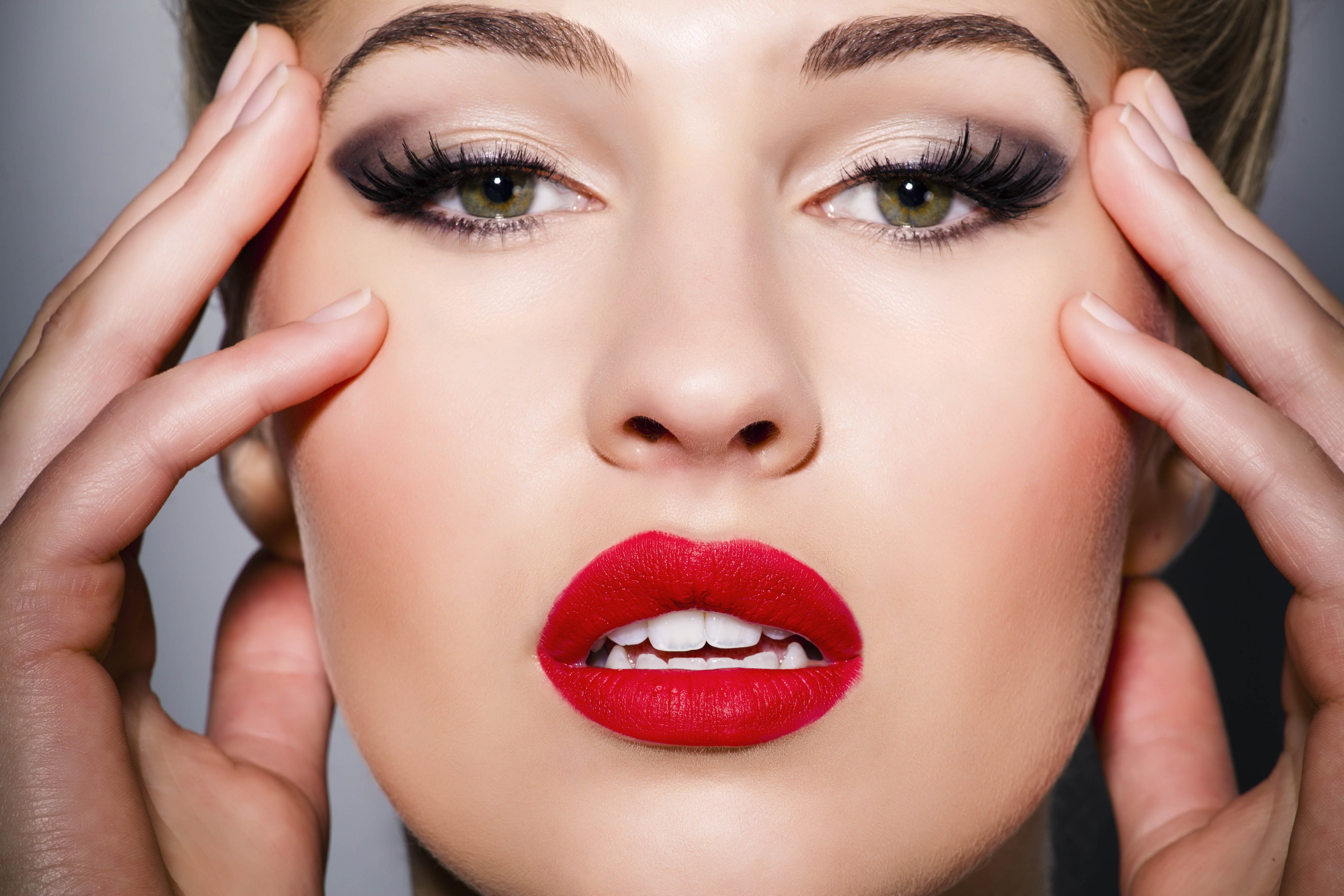 MAKE UP- Looking for WOMEN'S SECRET TO LOOK PRETTY & SEXY?