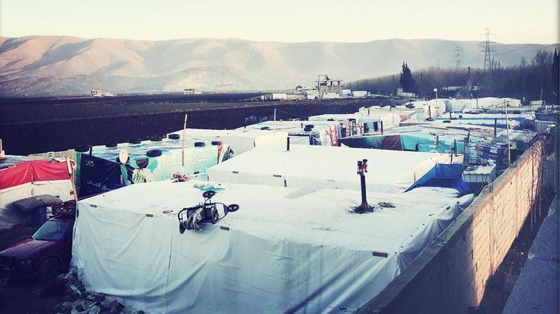 Au loin, on aperçoit la chaine de l'Anti-Liban, la frontière avec la Syrie, fermée depuis janvier 2015. Crédit: Sandra Conan.