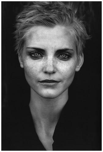 nadja-auermann-by-peter-lindberg-1995-b
