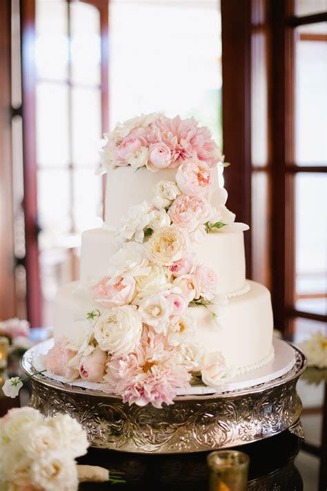 Wedding Cake with Fresh Flowers   Elizabeth Anne Designs