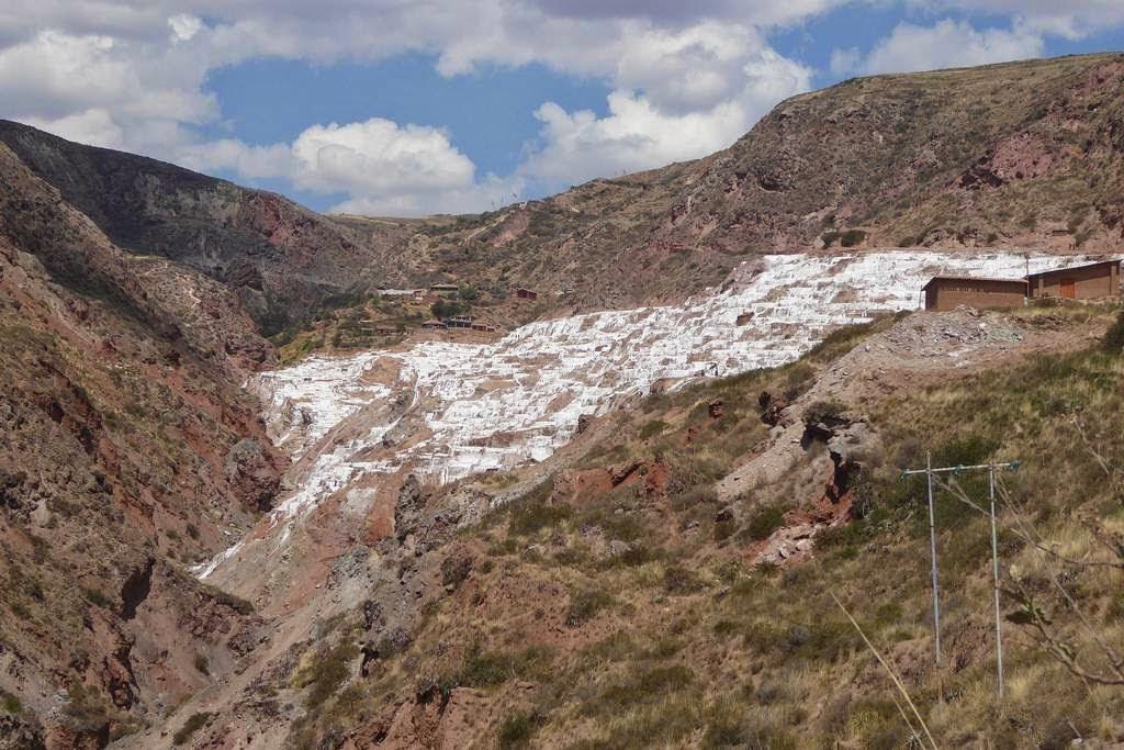 As belas Salinas de Maras encravadas nos penhascos peruanos 06