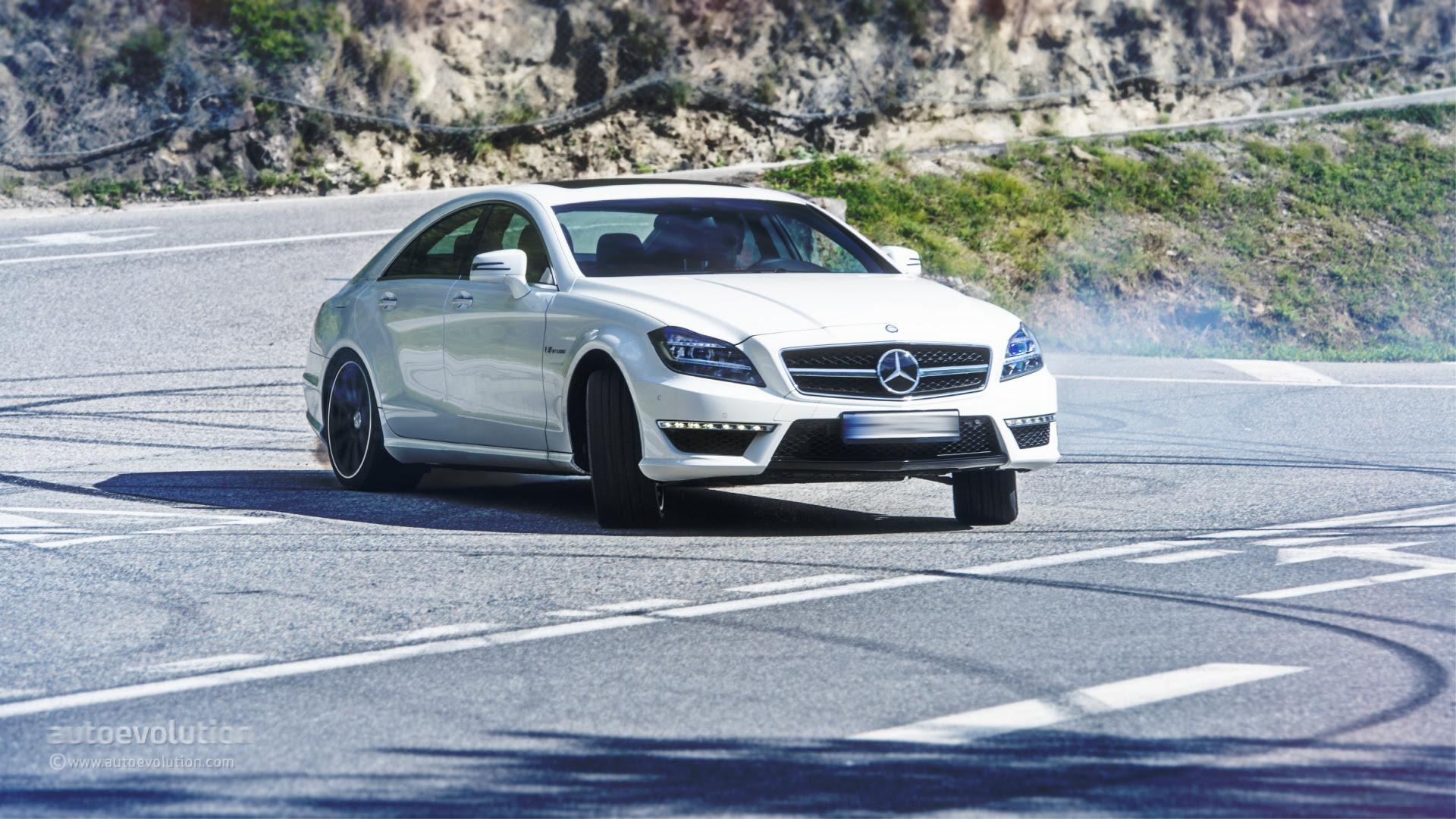 Mercedes CLS 63 AMG 4Matic Drifts, Demands Disziplin ...