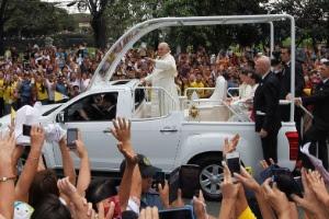 Papa Francisco visitou crianças em evento que não estava programado
