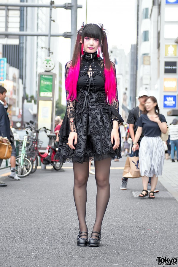 Pink Twintails & Gothic Harajuku Fashion