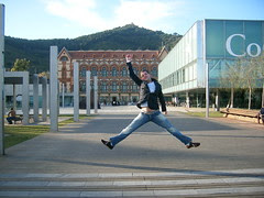 Yo saltando en Museo de las Ciencias - Barcelona - España