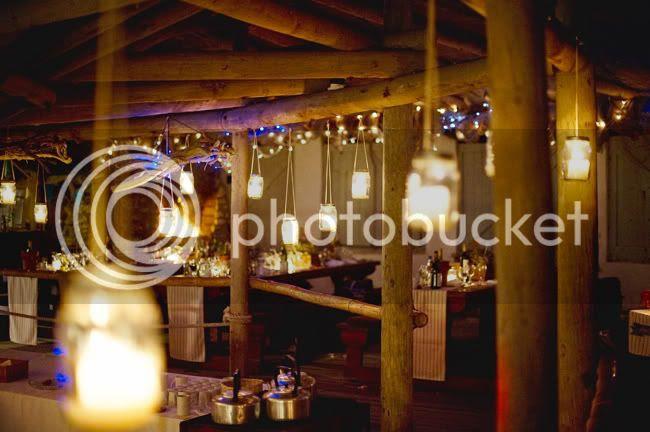 http://i892.photobucket.com/albums/ac125/lovemademedoit/welovepictures/StrandKombuis_Wedding_102.jpg?t=1324655164