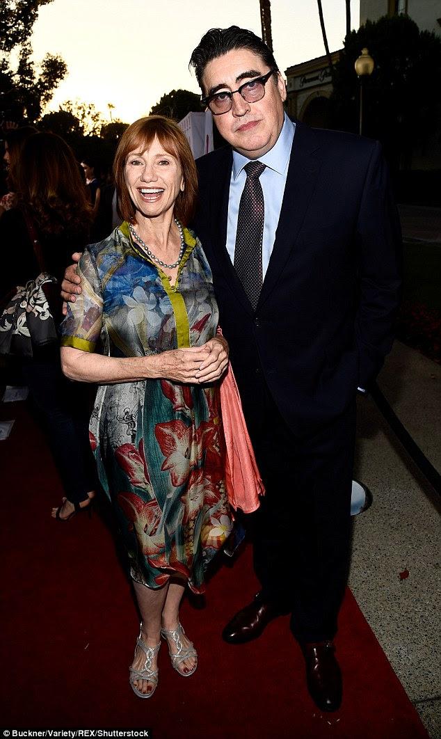 stalwarts velhos: Kathy Baker e Alfred Molina também aparecem no filme, este último como viúvo do personagem Weaver