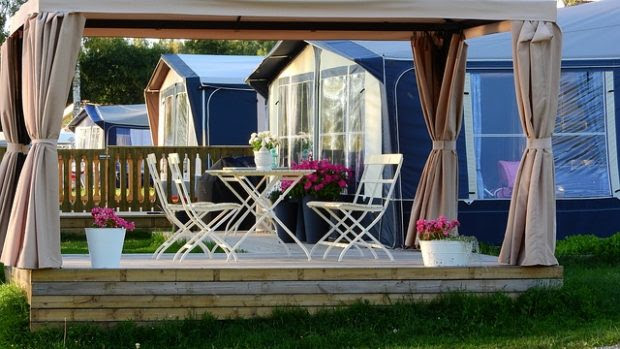 How to Give Your Garden a Gorgeous Makeover with Decking