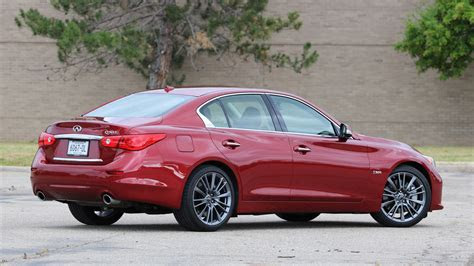 review  infiniti  red sport