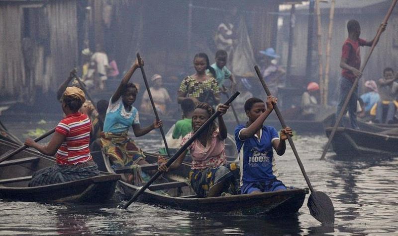 """Assim é a vida na """"Veneza dos pobres"""", um bairro nigeriano chamado Makoko"""