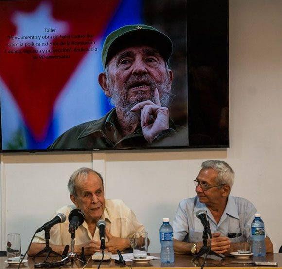 Conferencia del Dr. Ricardo Alarcón de Quesada (I), a su lado el Dr. Adalberto Ronda Varona, director del CIPI, durante la inauguración del Taller ¨Pensamiento y obra de Fidel Castro Ruz sobre la política exterior de la Revolución Cubana, vigencia y proyección¨, en el Centro de Investigaciones de Política Internacional (CIPI), en La Habana, el 13 de julio de 2016. ACN FOTO/Marcelino VAZQUEZ HERNANDEZ/sdl