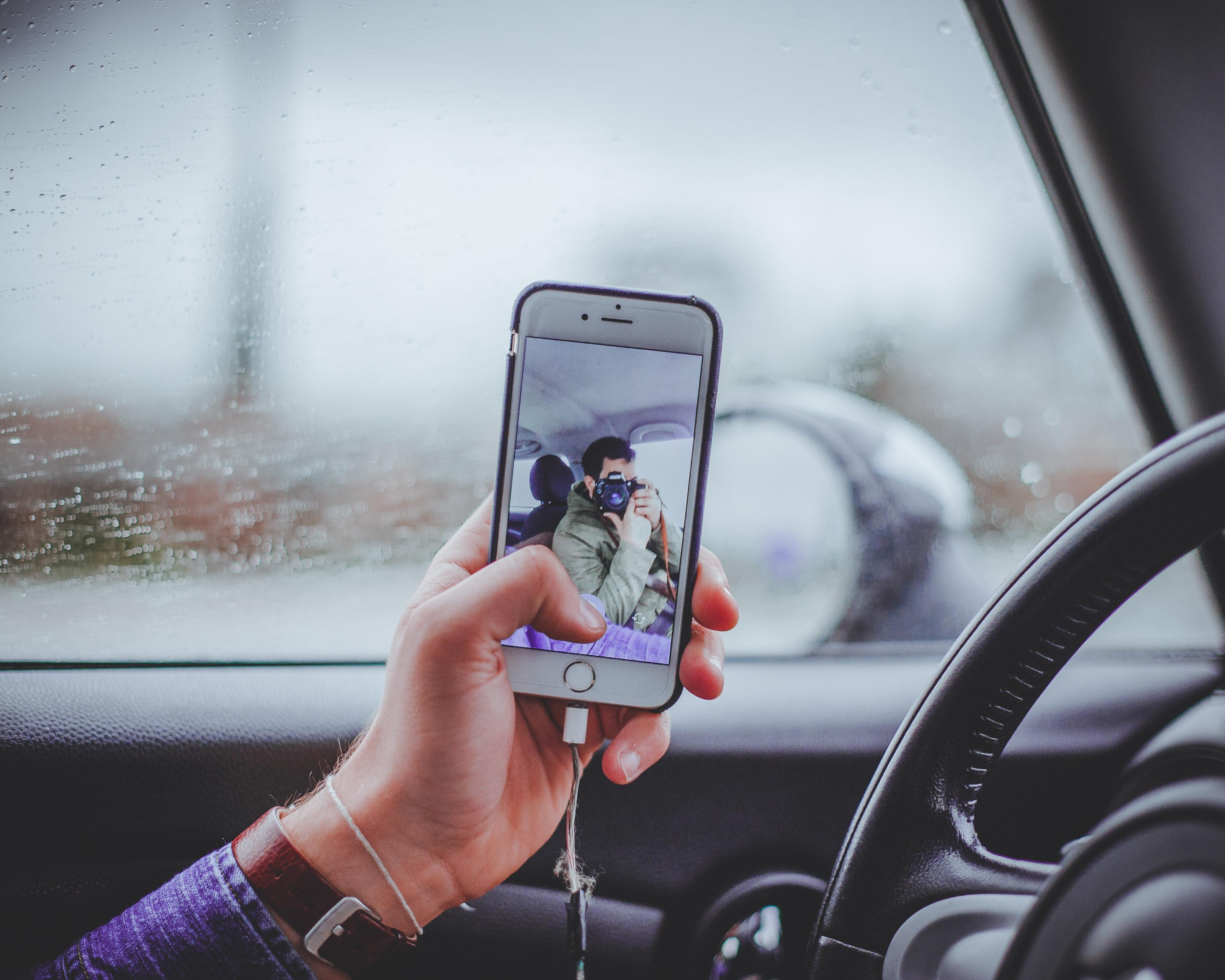 Apakah ada diantara Bung yang kini masih getol memakai aplikasi kencan  Bukan Profil Bung yang Tak Asyik, tetapi Cara Chatting Bung yang Kurang Menarik