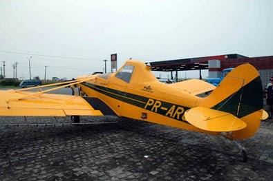 Avião pousa em rodovia em Pernambuco