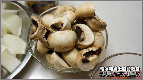 蘑菇炒德國香腸02.jpg