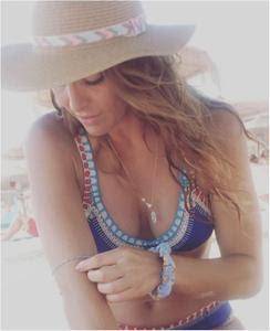 Diana Chaves sensual nas redes sociais em tempos passados
