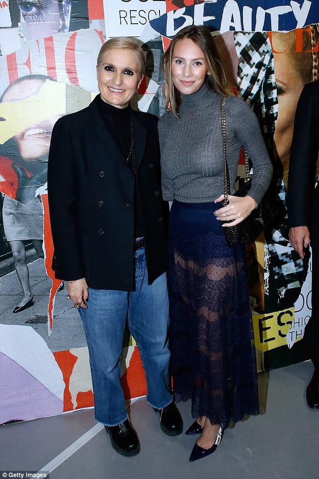 Fashionista: Dylan também esfregou os ombros com a estilista Maria Grazia Chiuri enquanto estava sentada na primeira fila no show de estrelas