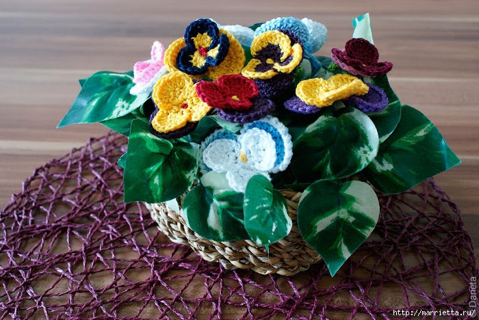 Pansies hook.  Curtain for kitchen and flower arrangement (6) (700x468, 342Kb)