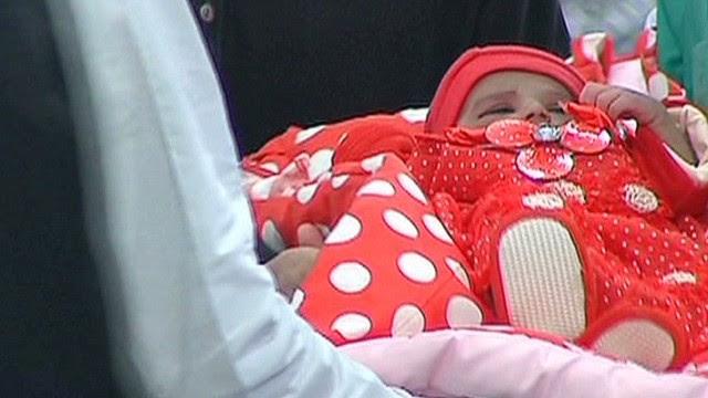 Un programa de concursos paquistaní regala bebés abandonados como premio