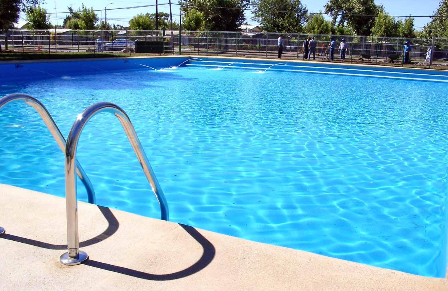 Risultati immagini per piscina