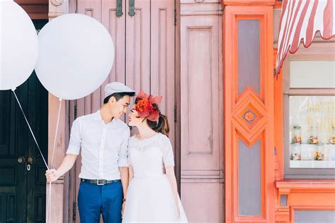 20 Easy Props to Add Fun to Your Pre Wedding Photography