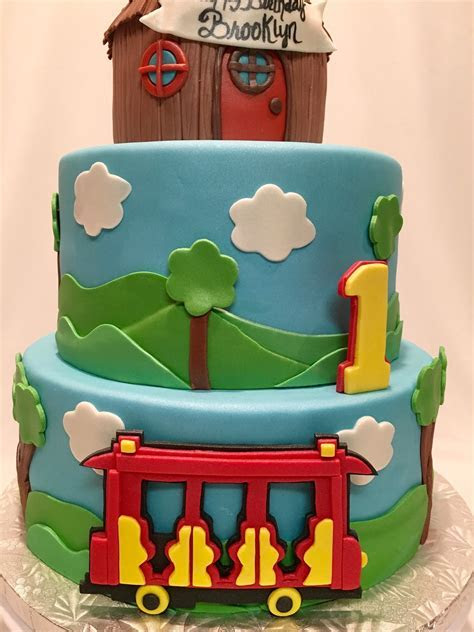 MyMoniCakes: Daniel the Tiger cake with trolley and