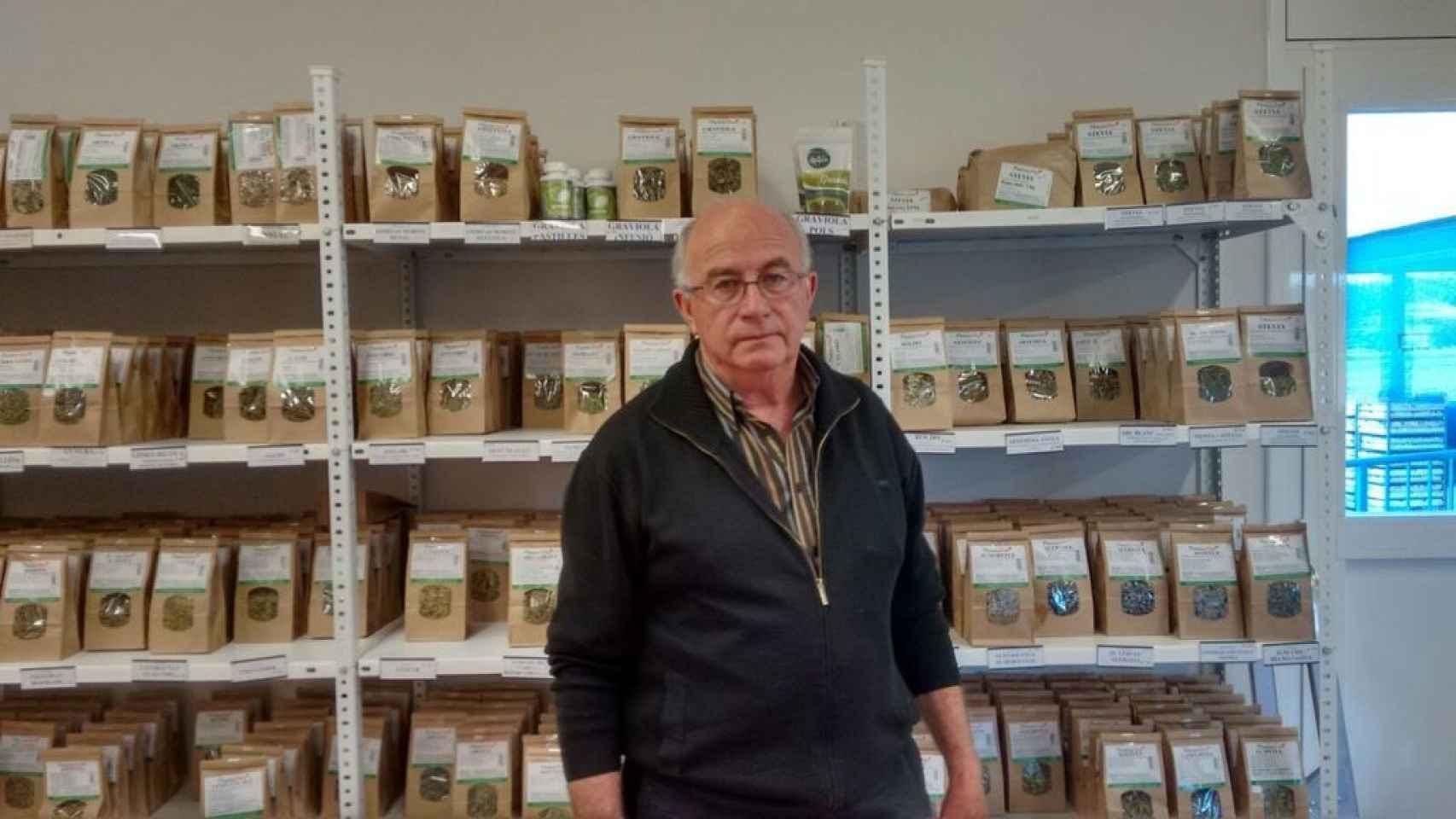 Josep Pàmies. Dice curar el cáncer con hierbas (como el kalanchoe) o el MMS, una lejía industrial utilizada como blanqueante y cuya venta como fármaco está prohibida en España.