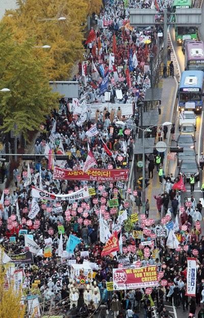 Manifestação contra a cimeira do G20 - Foto de Yonhap/Epa/Lusa