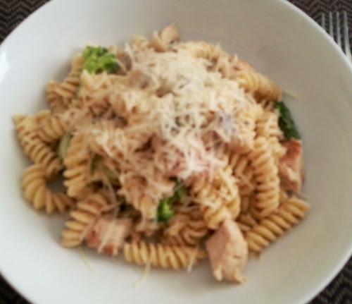 Fusilli, broccoli, asparagus with mushroom Philadelphia Simply Stir sauce