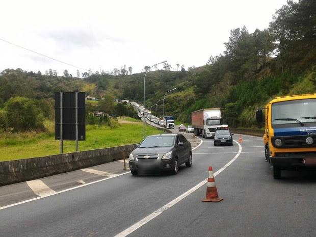 Interdição causou congestionamento na rodovia (Foto: Divulgação / Polícia Rodoviária Federal)