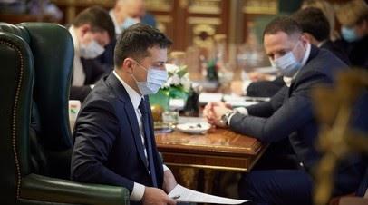 «Президент с крайне слабой командой»: как Зеленский и его партия утрачивают популярность на Украине