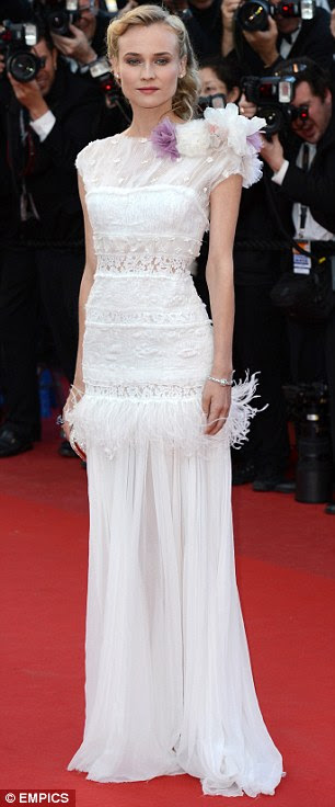 Senhoras glamourosas: Diane Kruger estava deslumbrante em um vestido branco, enquanto Irina Shayk optou por um número vermelho