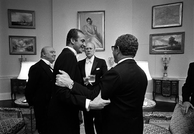 Juan Carlos I pactó en secreto con Kissinger la entrega del Sáhara a Marruecos a cambio de la Corona.