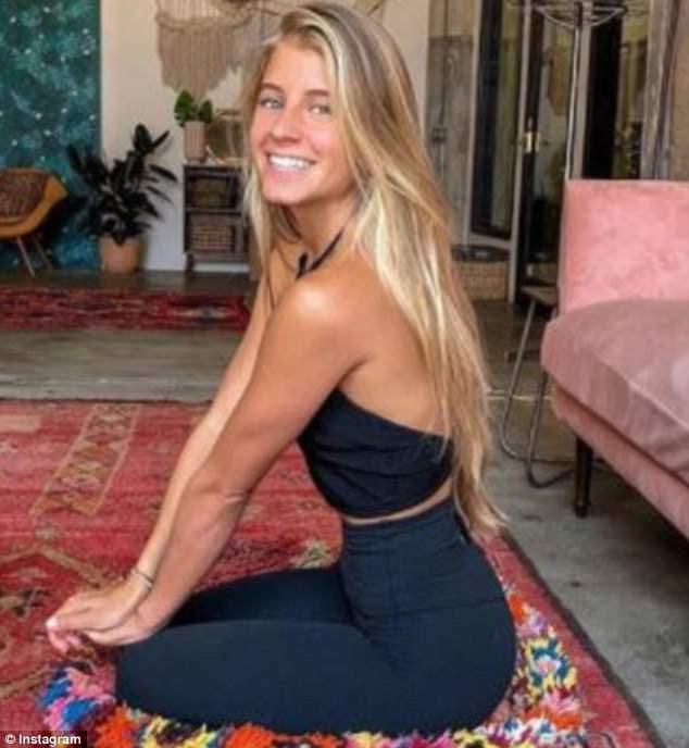Mudança de estilo de vida: Blogueira e fundadora do Raw Alignment, Alyse Brautigam desistiu da faculdade para perseguir seu sonho de se mudar para o Havaí admitindo que era difícil no começo