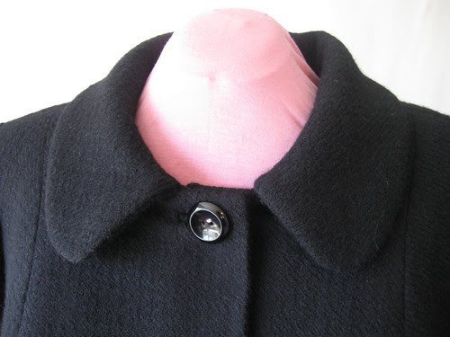 Coat neckline collar front