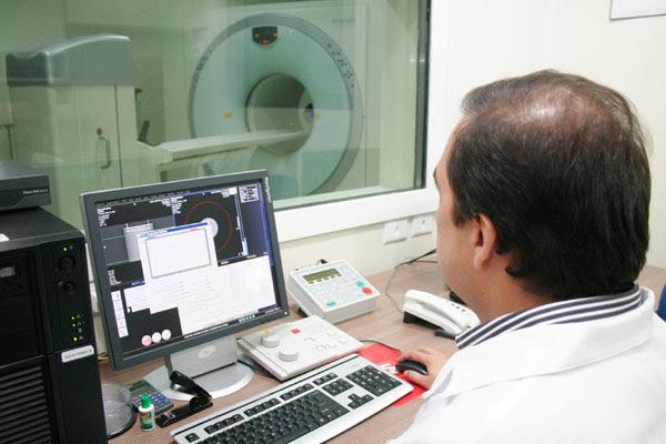 Equipamento que faz escaneamento do corpo foi implantado em 2011 e custou R$ 3,3 milhões