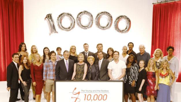 Les acteurs de la série pour l'annonce du 10 000ème épisode