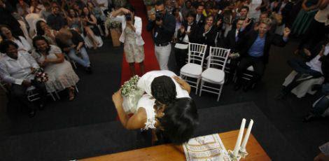 Casais trocaram alianças e beijos no altar / Fernando da Hora/ JC Imagem