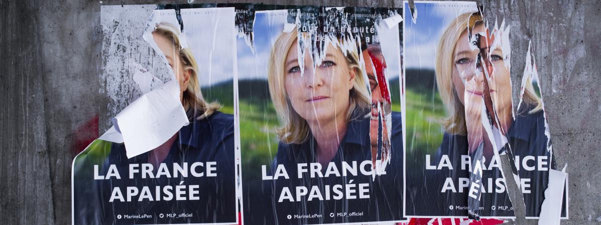 Des affiches de Marine Le Pen, le 23 février 2017 près de Lyon (Rhône).