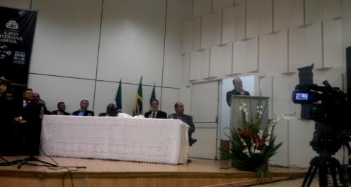 O reverendo Juarez Marcondes, pregador da noite