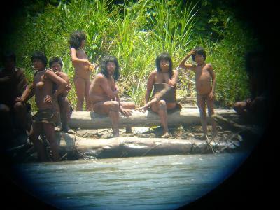 La selva amazónica en peligro:la extracción de gas se intensifica en Perú a pesar de un decreto y amenaza a tribus aísladas