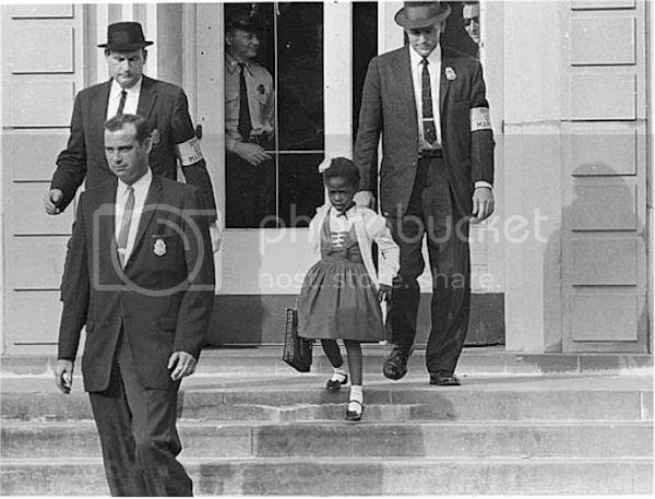 photo US_Marshals_with_Young_Ruby_Bridges_on_School_Steps.jpg