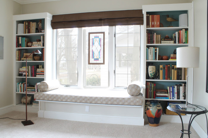 Remarkable-High-End-Bookshelves-Design-With-Window-Seating-Ideas-For-Cozy-Home-Reading-Place-Design-1024x683 (700x466, 315Kb)