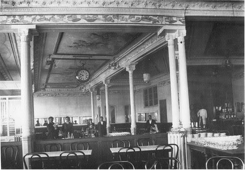 Interior del Café Español de Toledo al poco de ser inaugurado